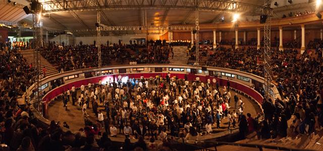 Fuente: https://assets.rockefellerfoundation.org/app/uploads/20160825124717/Quito_bullring.jpg